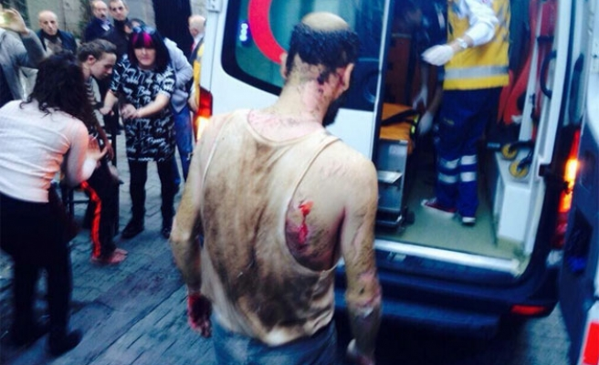 Blast in central Istanbul injures four people