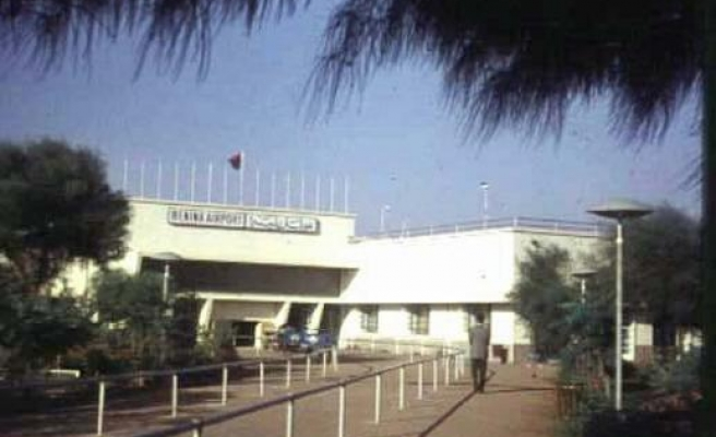 Armed guards force airport closure in Benghazi
