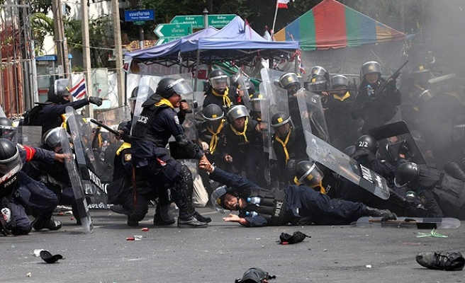 Bomb blast wounds 16 at anti-govt protest site in Bangkok