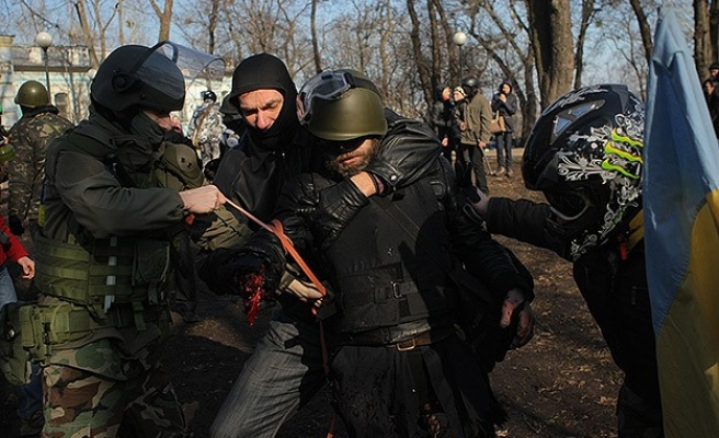 Russia steps up pressure on Ukraine to disarm far-right