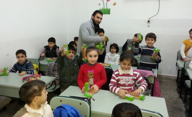 Small primary school for Syrians in Istanbul