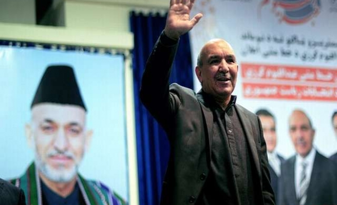 Karzai's brother withdraws from election, backs ex-minister