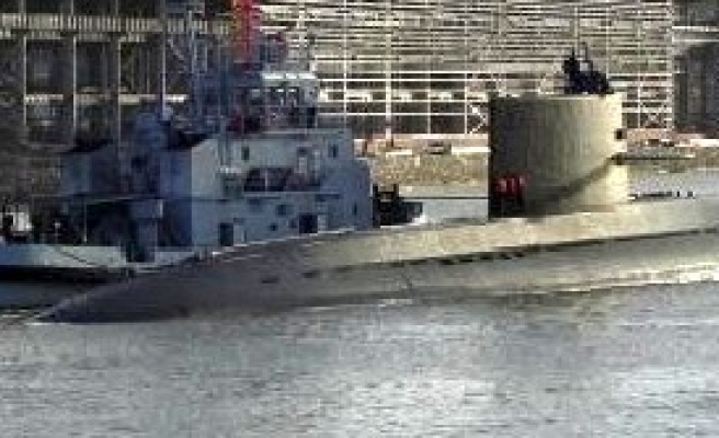 Pakistan buys Chinese subs to counter India 'threats'