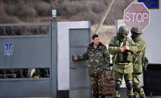 Ukraine presses on with military campaign in east