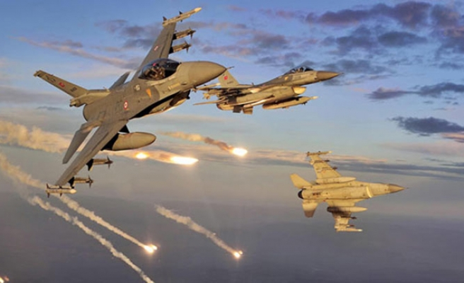 U.S., Arab partners launch first strikes in Syria -UPDATED