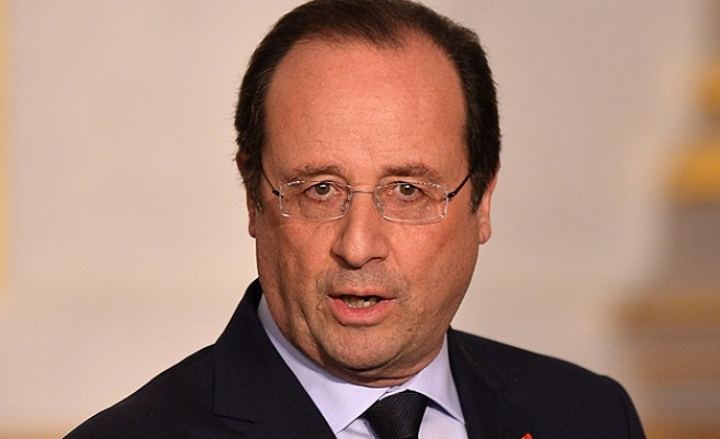Hollande says ISIL battle prevents attacks at home