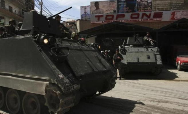 Lebanese army tightens grip on border town, kills one person