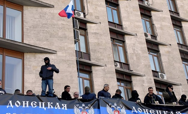 Russian flag raised in Donetsk, fears of looming 'gas war'