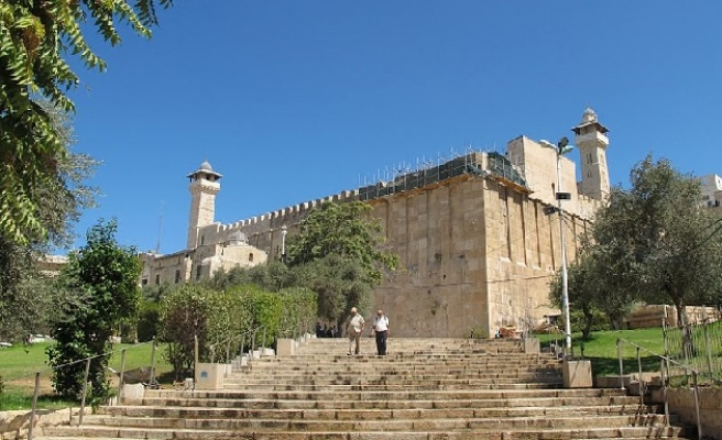 Israel to close Ibrahimi Mosque to Muslims on Passover