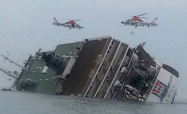 More than 280 people missing after South Korean ferry sinks