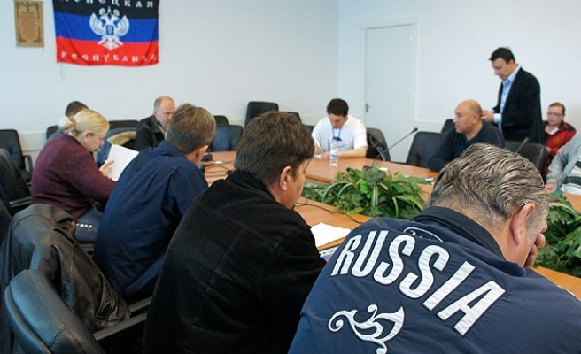Ukraine separatists hold firm to 'Easter truce'