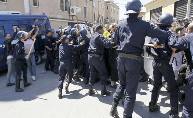 14 homes burned down in central Algeria clashes