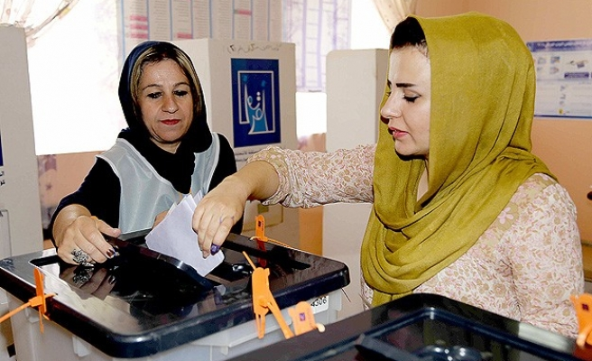 Iraqis vote as violence grips a divided country