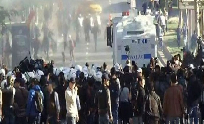 Turkish police disperse May Day protests in Istanbul- PHOTO