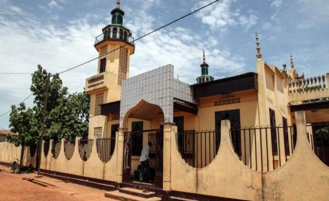 Youths pillage mosque in C.Africa after church attack