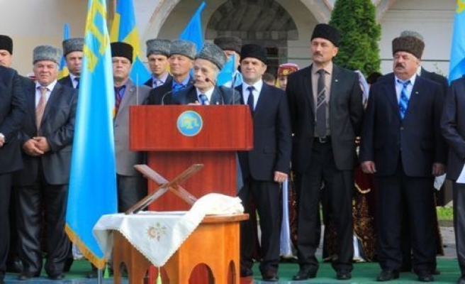 Jemilev defiant after threat to close Crimean Tatar Mejlis