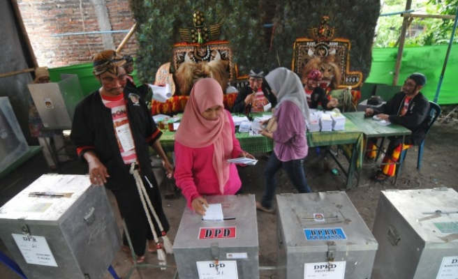 Indonesia votes to scrap direct regional elections