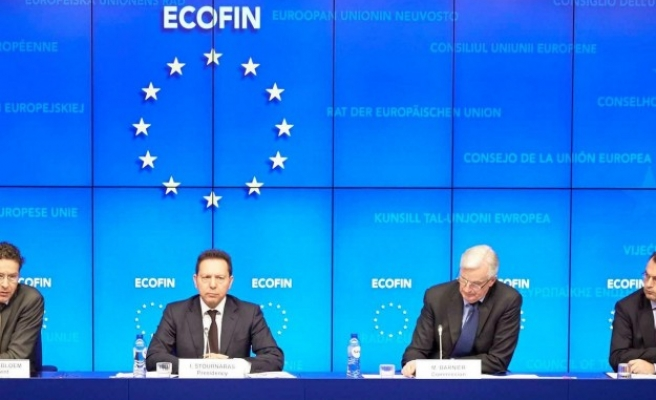 EU tells France and Italy to keep budget promises