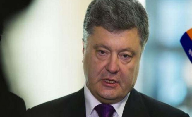 Ukraine president secures U.S. military aid but not weapons