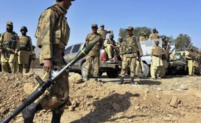 Army airstrikes kill 10 suspected militants in Pakistan