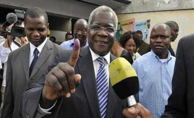 Dhlakama calls Mozambique vote 'charade', but offers dialogue