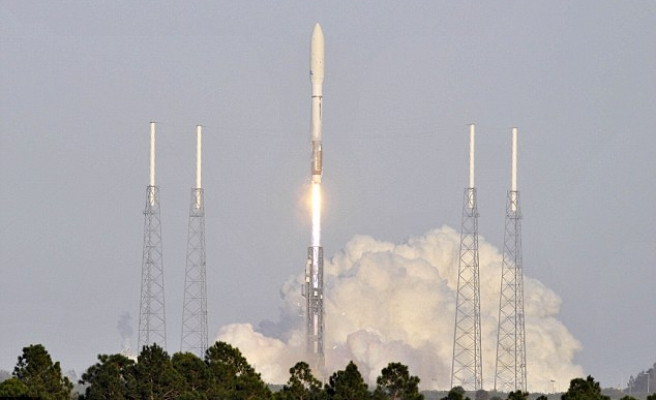 U.S. rocket blasts off on secret mission