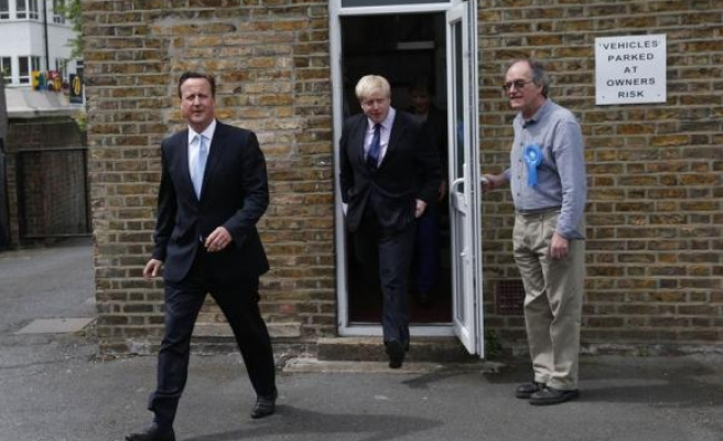 Cameron rejects early EU in/out referendum after vote loss