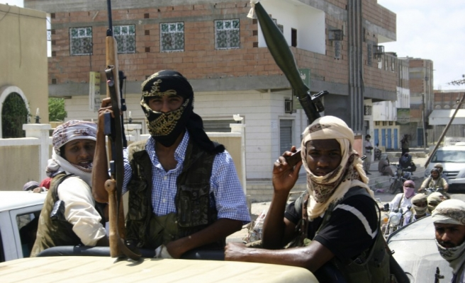 4 Yemen troops injured in roadside blast
