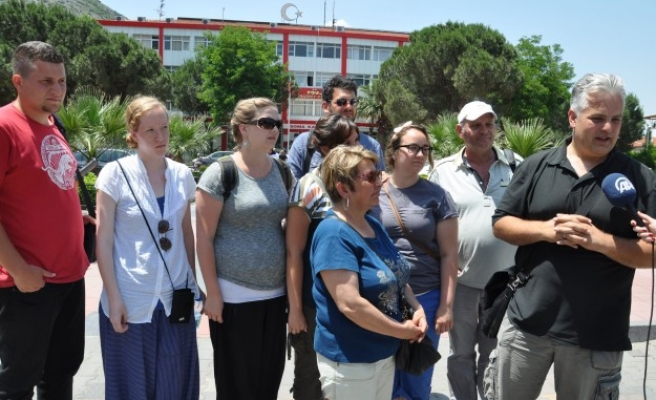 Tourists give support to Soma victims' families