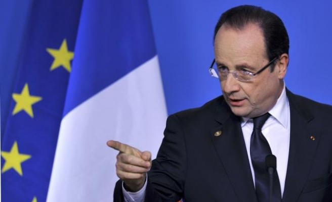 France's Hollande urges Putin to look ahead, not back