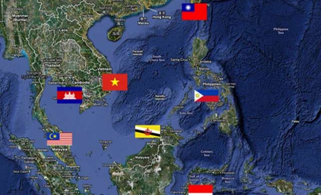 Philippines halts work in disputed South China Sea