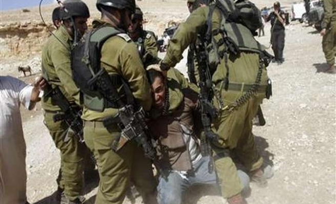 Israel detains 17 West Bank residents