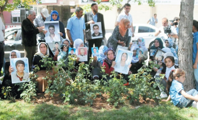 Protesting families end two-day hunger strike in Turkey
