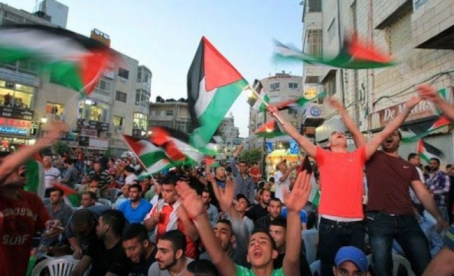 Palestine football team greeted by jubilant crowd after cup triumph