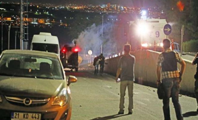Two protester die in Turkey's southeast -UPDATED