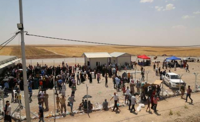 Iraqi Turkmens flee ISIL in Mosul's Telafer district