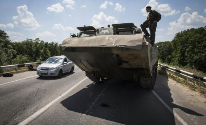 Fighting halts efforts to recover Ukraine refugee convoy bodies
