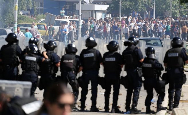 Kosovo Albanians clash with police in divided town