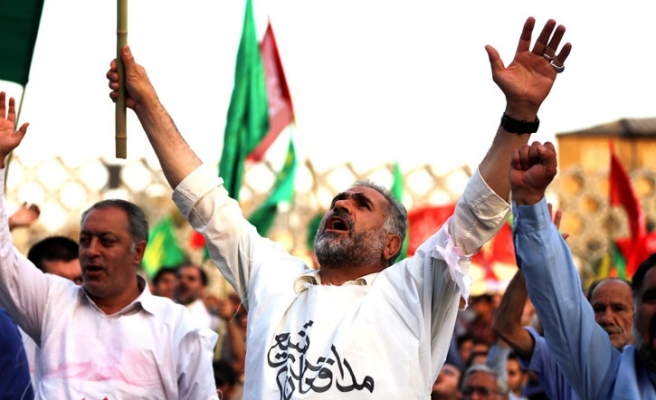 Iranians rally to support Iraq against ISIL rebellion