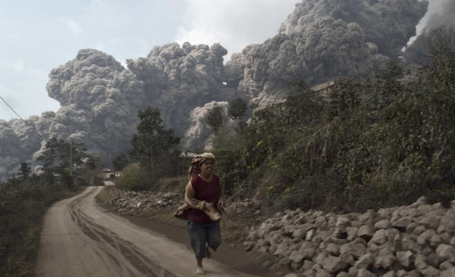 Thousands evacuated as Indonesian volcano erupts