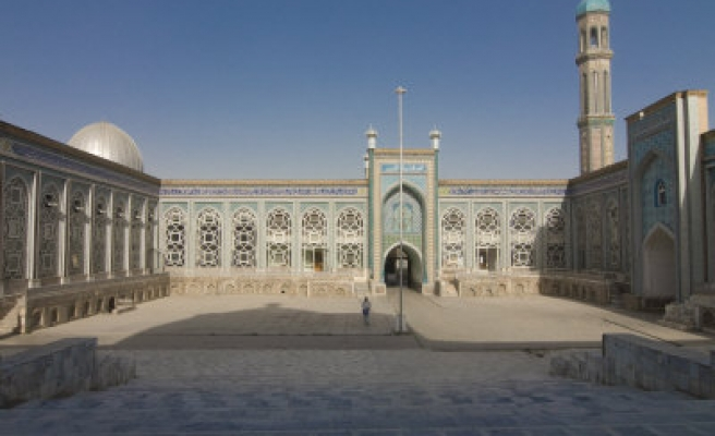 Tajiks urge govt to remove ban on children attending mosques