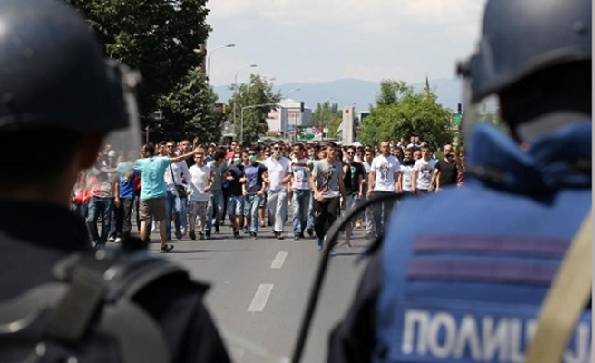 Ethnic Albanians clash with police in Macedonia