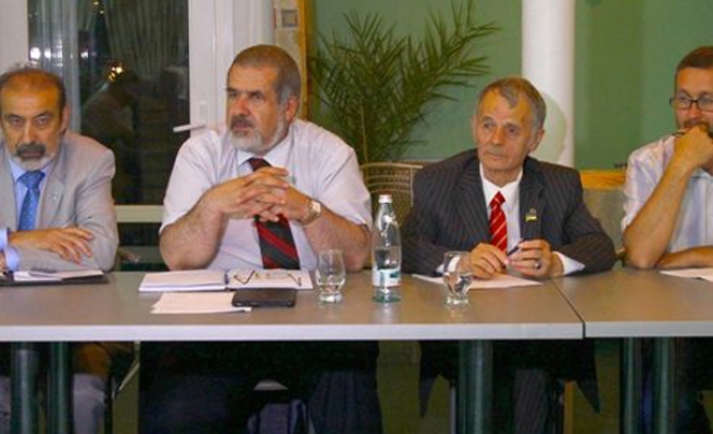 Crimean Tatar leaders vow to resist Russian invasion