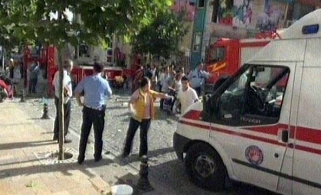 Gas explosion kills one, injures 30 in western Turkish city