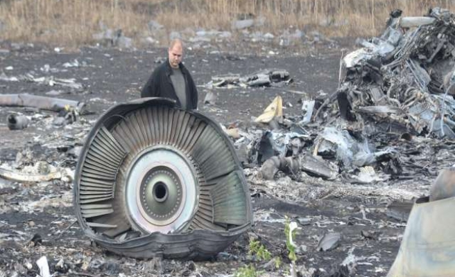 Angry families of MH17 crash victims seek U.N. investigation
