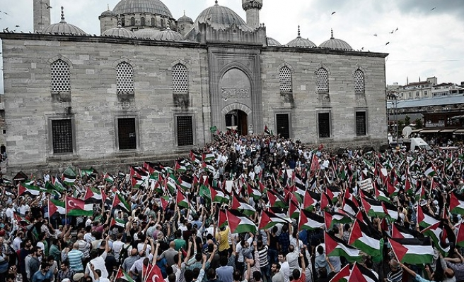 Turks call on government to cut ties with Israel