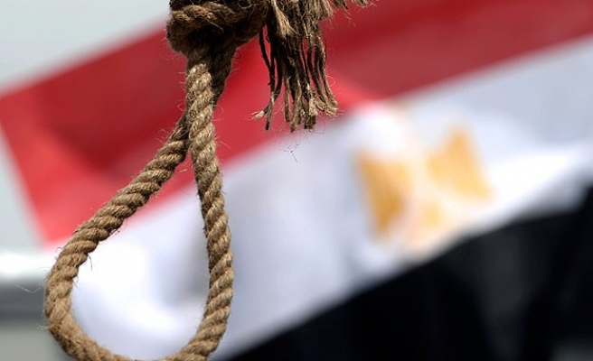Egypt court sentences 188 Morsi supporters to death