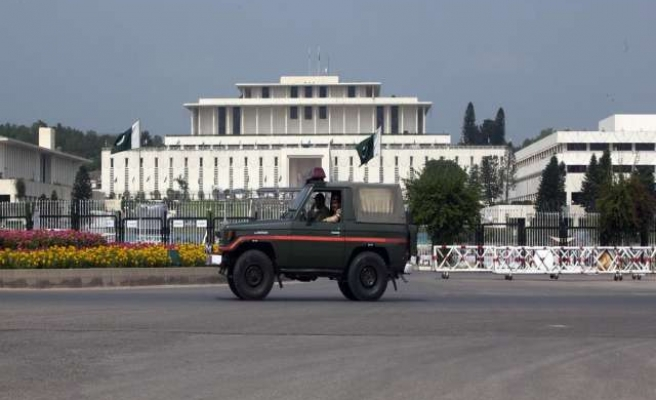 Pakistani army denies hand in political standoff