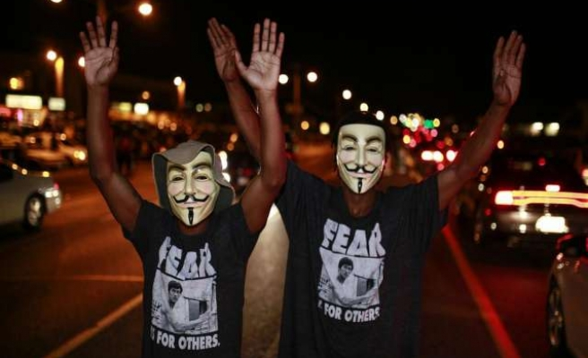 Tensions persist in Ferguson ahead of grand jury ruling