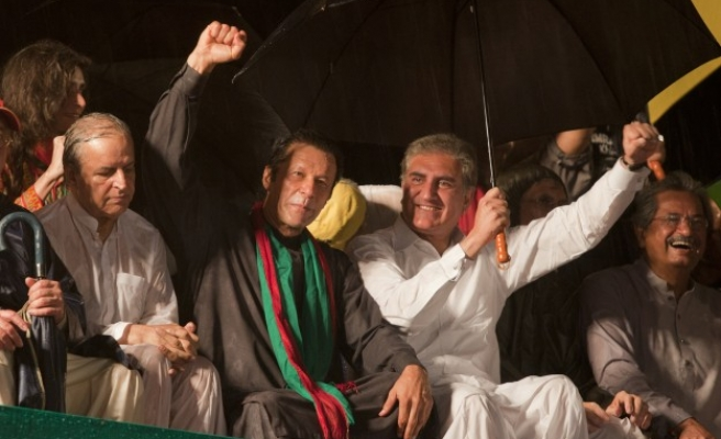 Imran Khan calls for protests in Pakistan government zone